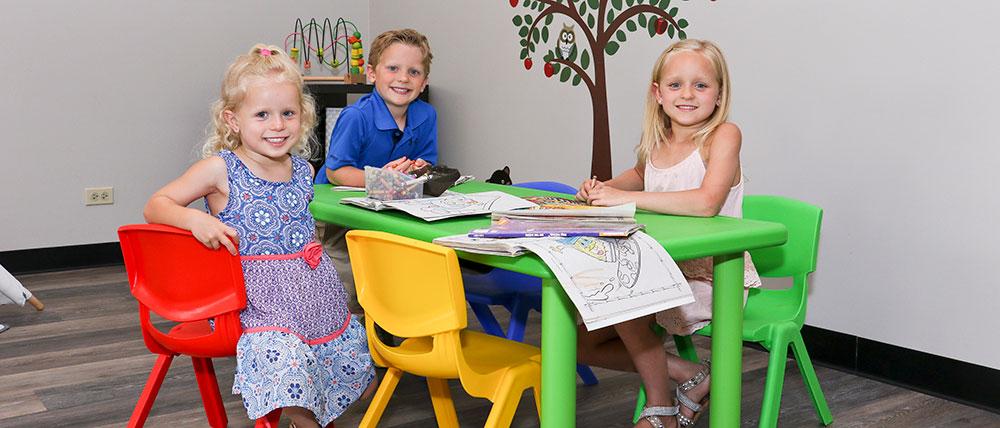 kids-at-table